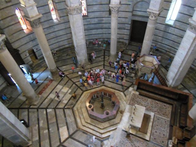 El baptisterio tiene una altura tremenda