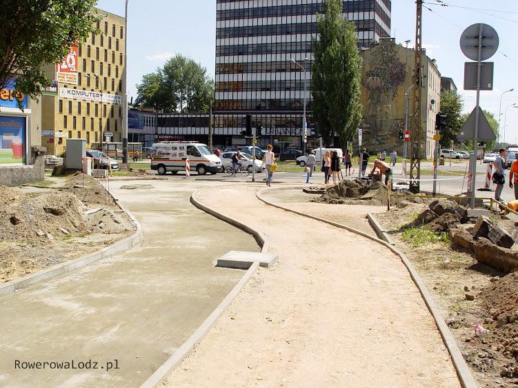 Łuk pozwoli bezpiecznie skręcić w prawo, a zatrzymujący się rowerzyści nie będą blokowali tych jadących prosto.