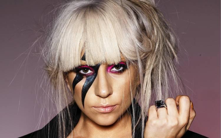 """Por peinados como este Lady Gaga se ha ganado el apelativo de """"peculiar"""""""