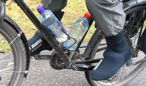 Radfahren im Regen mit Jeantex Bikewear Überschuhen