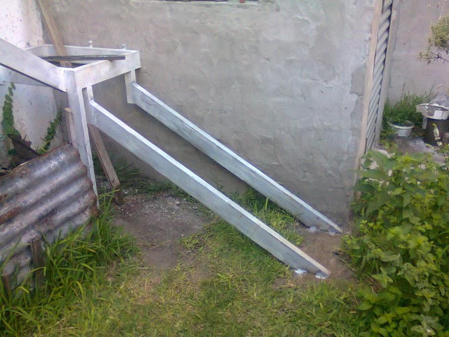 Paso a paso constru mi propia escalera de hierro y for Grada escalera