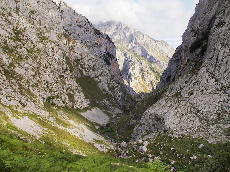 The trail to Bulnes