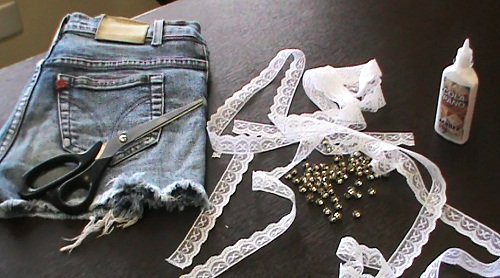 Customiza��o de short jeans com renda - materiais necess�rios