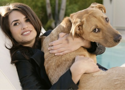 Penelope Cruz and her dog