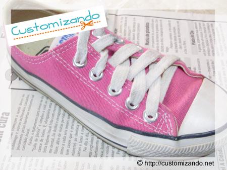 Customização de All Star cor de rosa com caneta para tecido