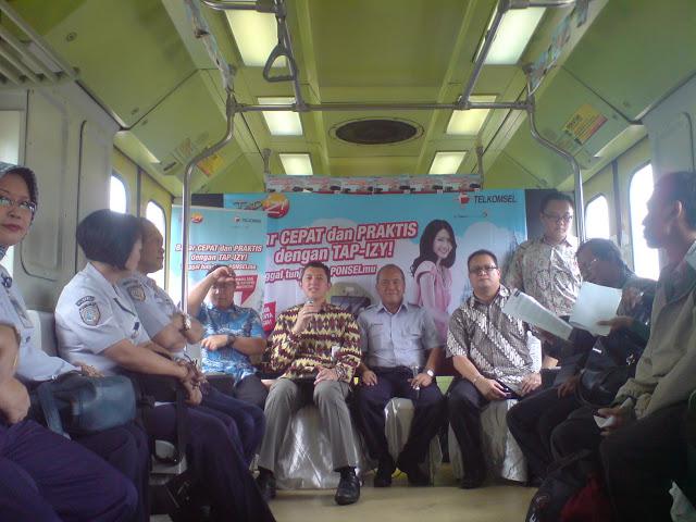 Ngobrol-ngobrol tentang Tap Izy di gerbong VIP kereta Pramex
