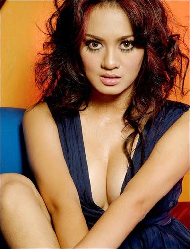 Foto-sexy-artis-indonesia,foto-hot-yeyen-lydia