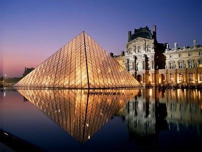 Pyramide del Museo de Louvre - Leoh Ming Pei
