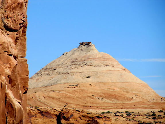Large sandstone dome on Head Spur with a possible natural arch on the top
