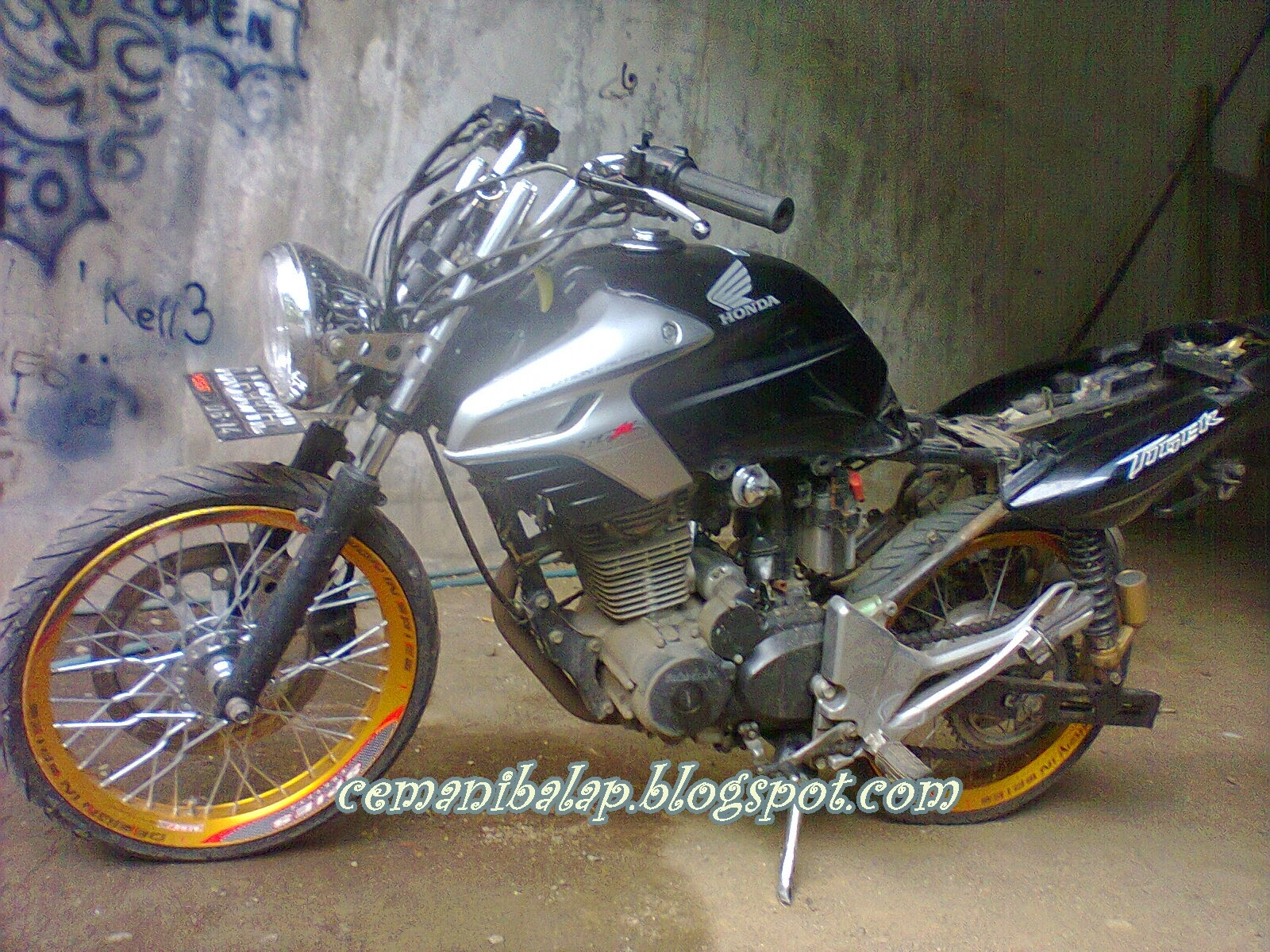 Modifikasi Motor Revo 2008