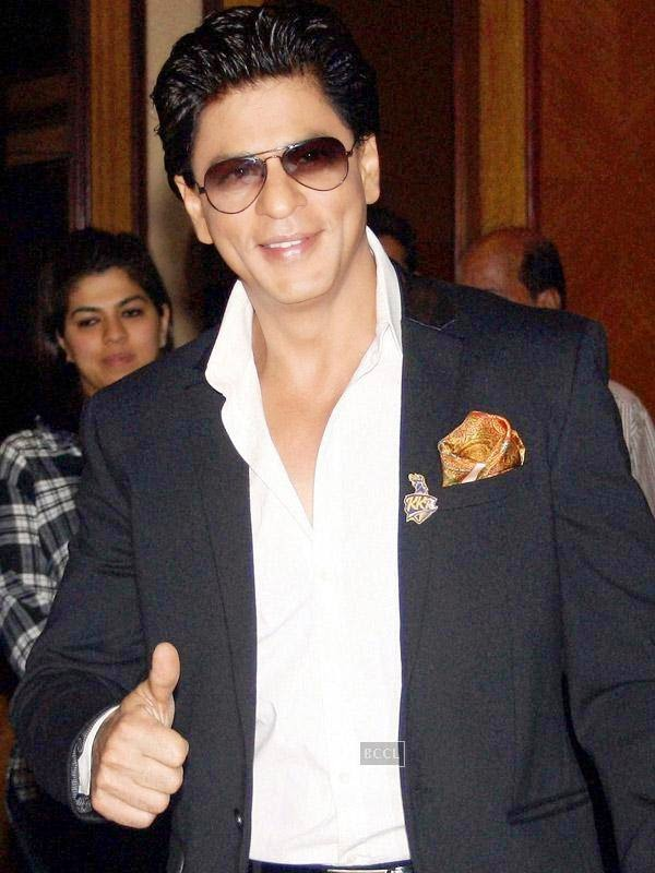 SRK's transformation to this handsome, classy and stylish actor has been applauded by his fan. Clixk next to see B'wood's Khiladi Akshay Kumar's past picture!