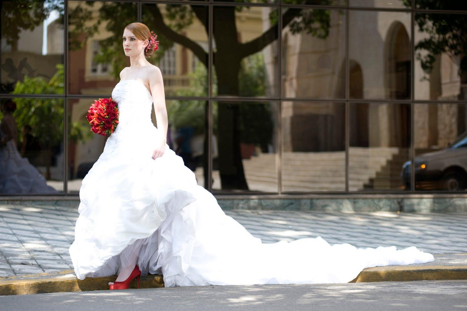 81c45d523 O sapato de noiva não precisa ser simples e sem graça ou algo que você  nunca mais usará. O mais importante mesmo é você não esquecer de escolher  com cuidado ...