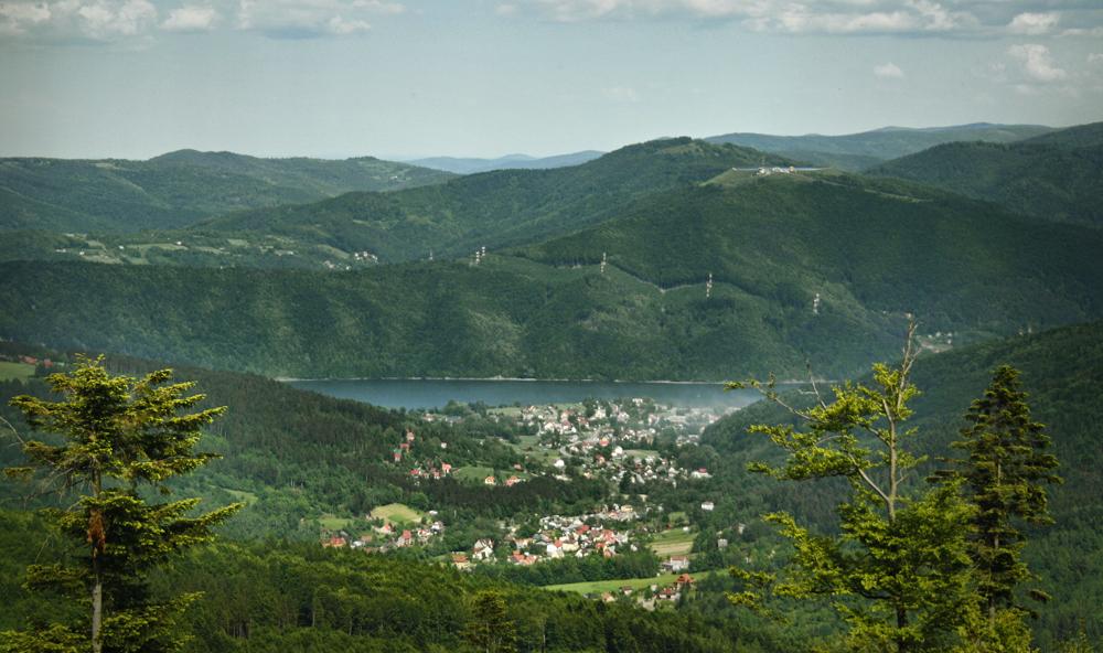 Widok z Czupla na Jezioro Międzybrodzkie i Międzybrodzie