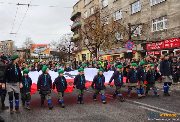 Harcerze na paradzie niepodległości w Gdyni