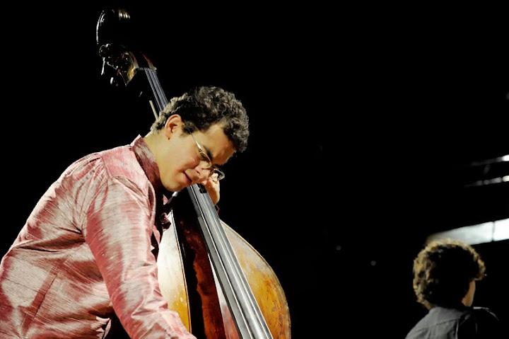 Edicson debutó en brasil en febrero de este año con el concierto para contrabajo y orquesta de s.Koussevitzky y andante risueño de aldemaro romero