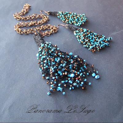 Komplet szydełkowy Rosa Wisior Kolczyki Bransoleta Biżuteria szydełkowa z drobnymi koralikami szklanymi Jablonex i inne  Panorama LeSage Anna Grabowska