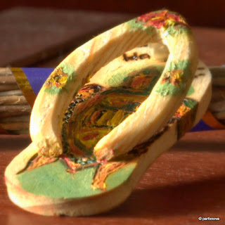Souvenir Hawaii sandal wood Big Mama turtle