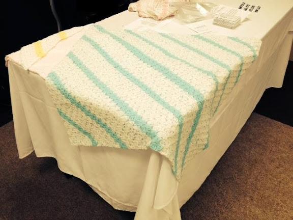 Couverture carr pour b b cercle de fermi res de montr al nord - Carre crochet pour couverture bebe ...