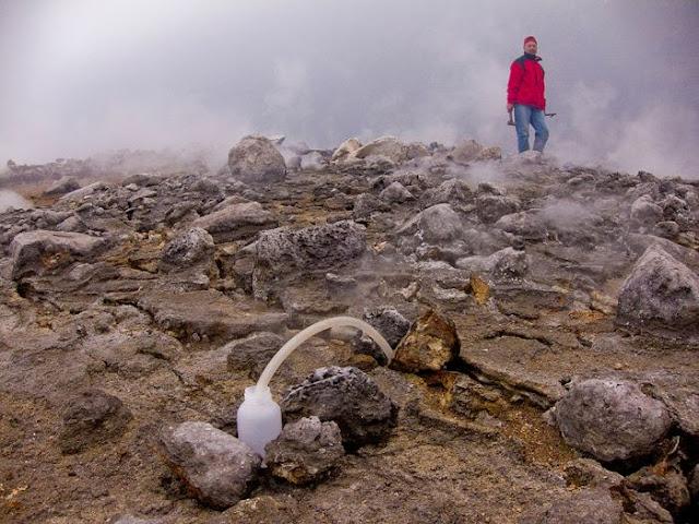 استكشافية لبركان نيراجونجو افريقيا 5.jpg