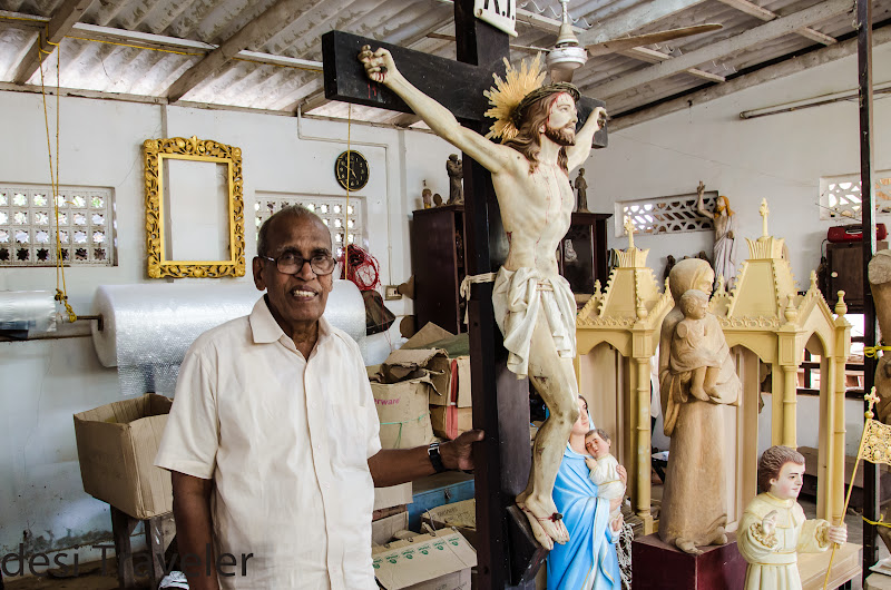 kerala blog express Mr Chacko with Jesus  Statue made by Mr. KK Chacko