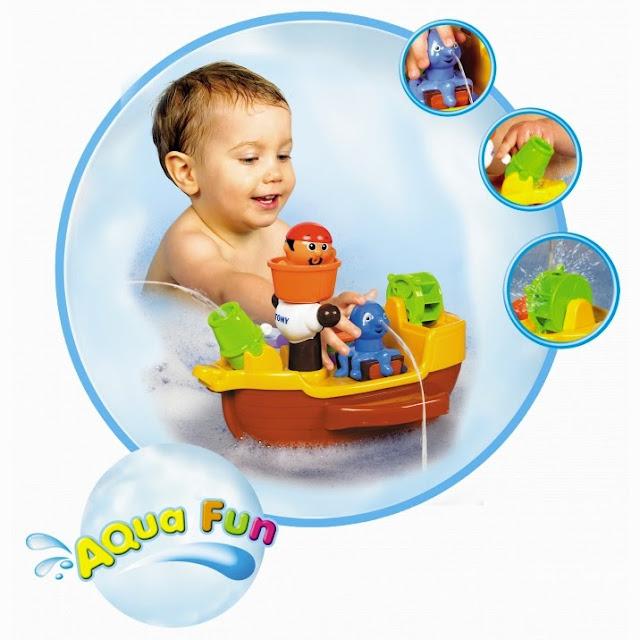 Đồ chơi khi tắm giúp bé tìm hiểu thêm về môi trường nước, thúc đẩy trí tò mò và vận động