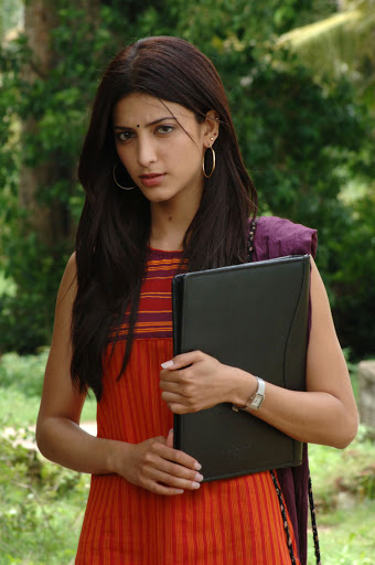 Actress Sruthi Hasan Cute Wallpapers
