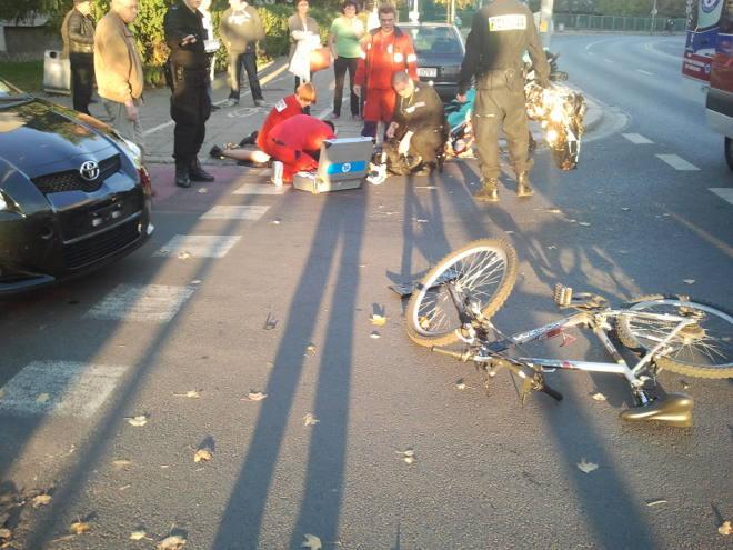 wypadek na przejeździe dla rowerów