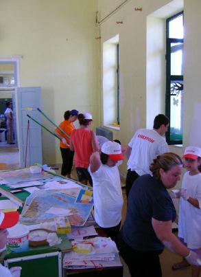 Γονείς, Εκπαιδευτικοί και Μαθητές,βάφουν το 1ο Ειδικό Δημοτικό σχολείο Αγρινίου