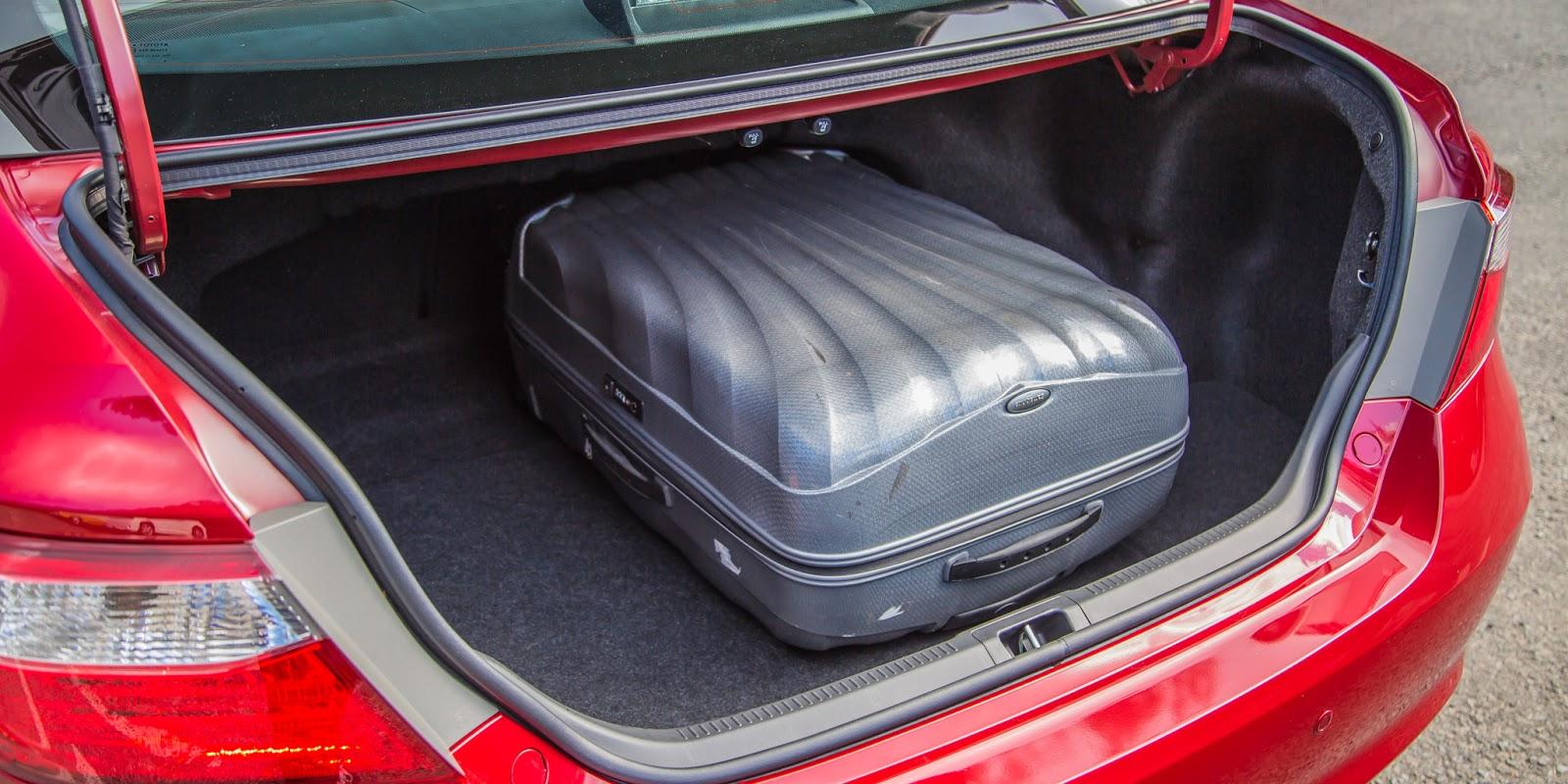 Khoang chứa đồ rất rộng rãi, có thể chở được rất nhiều đồ, thông với ghế sau
