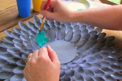 pintando espelho colheres