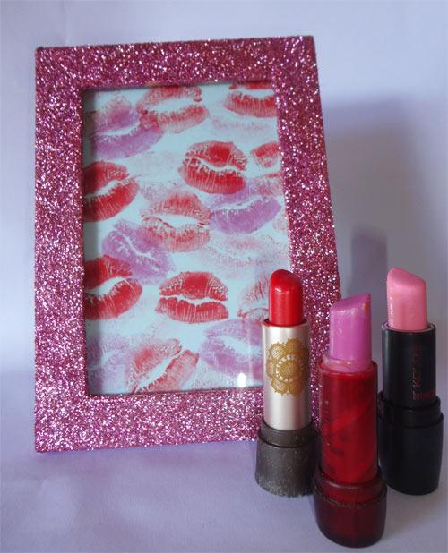 DIY - Porta-retrato com glitter - finalizado com beijinhos (marquinhas de batom)