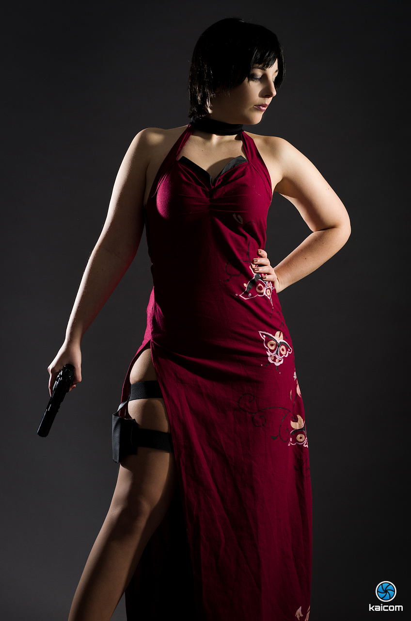 Siêu điệp viên Ada Wong khoe chân dài cực gợi cảm - Ảnh 3