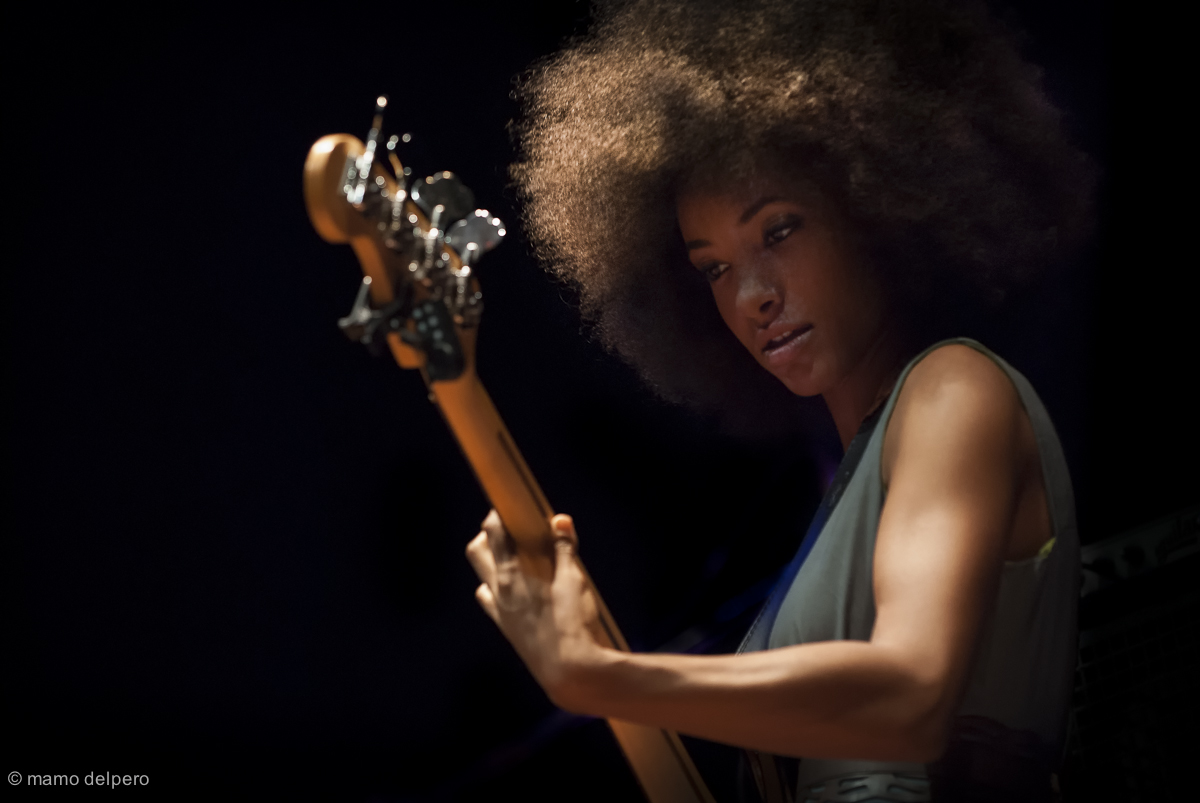 Intimacy_of_music-Esperanza_Spalding-small-mamo_delpero.jpg