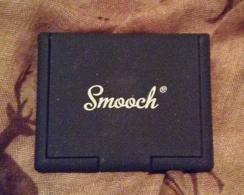 Picture of the case of Smooch Cosmetics Duo Eyeshadow