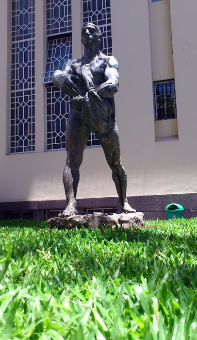 O semeador (the sower) statue