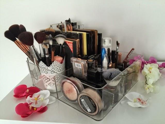 Beauty4less Gut Organisiert Ist Halb Geschminkt