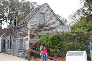 Devant la plus vieille école des USA