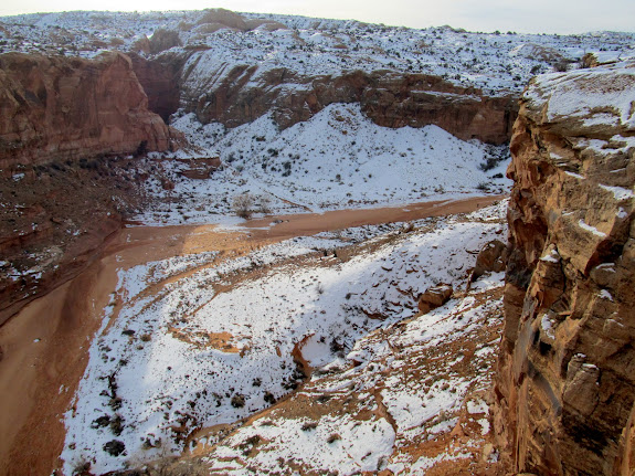 View up Horseshoe Canyon from the trail