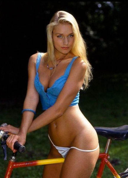 Hotties on Bicycles :hot0