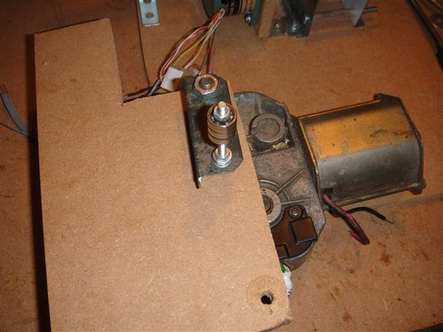 The windscreen wiper motor and arm