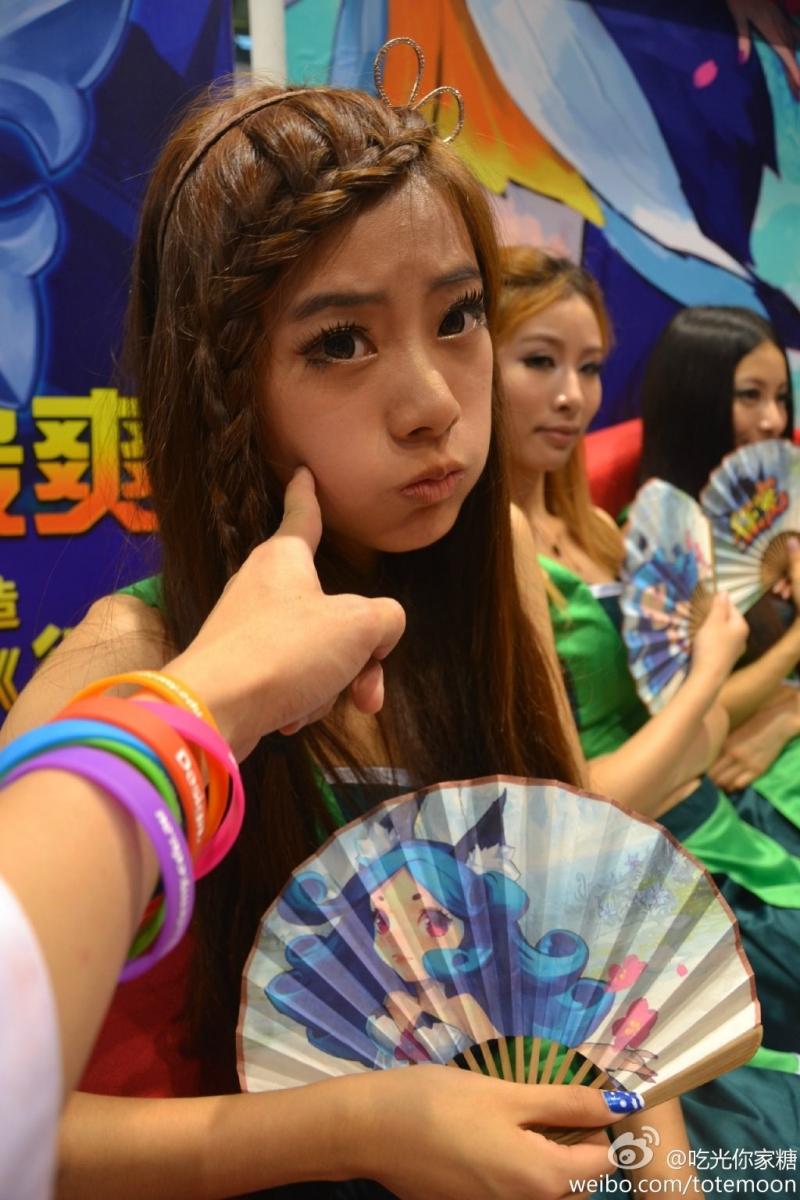 Sờ tận tay các showgirl tại ChinaJoy 2013 - Ảnh 2