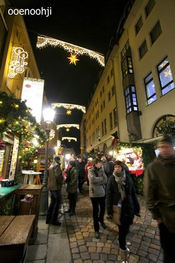 ドレスデン・クリスマスマーケットの夜景