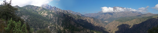 Le versant Ouest de Porta a Paola avec vue sur le village d'Ascu et le Monte Padru