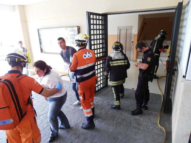 Durante la evacuación de algunas de las victimas del centro educativo.