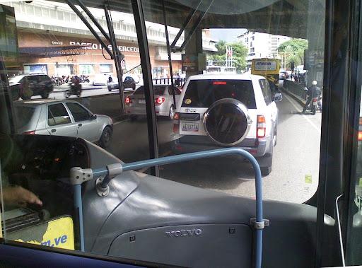 Paseo Las Mercedes desde el Metrobus en Caracas, Venezuela