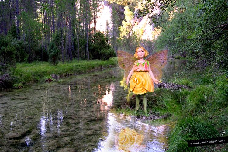 Hada del Perfume en el lago