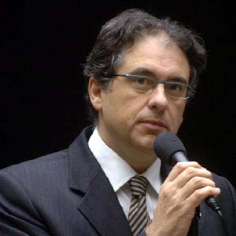 Parecer de Medida Provisória destina R$ 16,2 bilhões do petróleo para a Educação pública em 2013