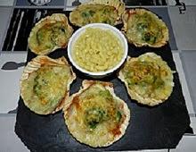 Coquilles de poissons et brocolis