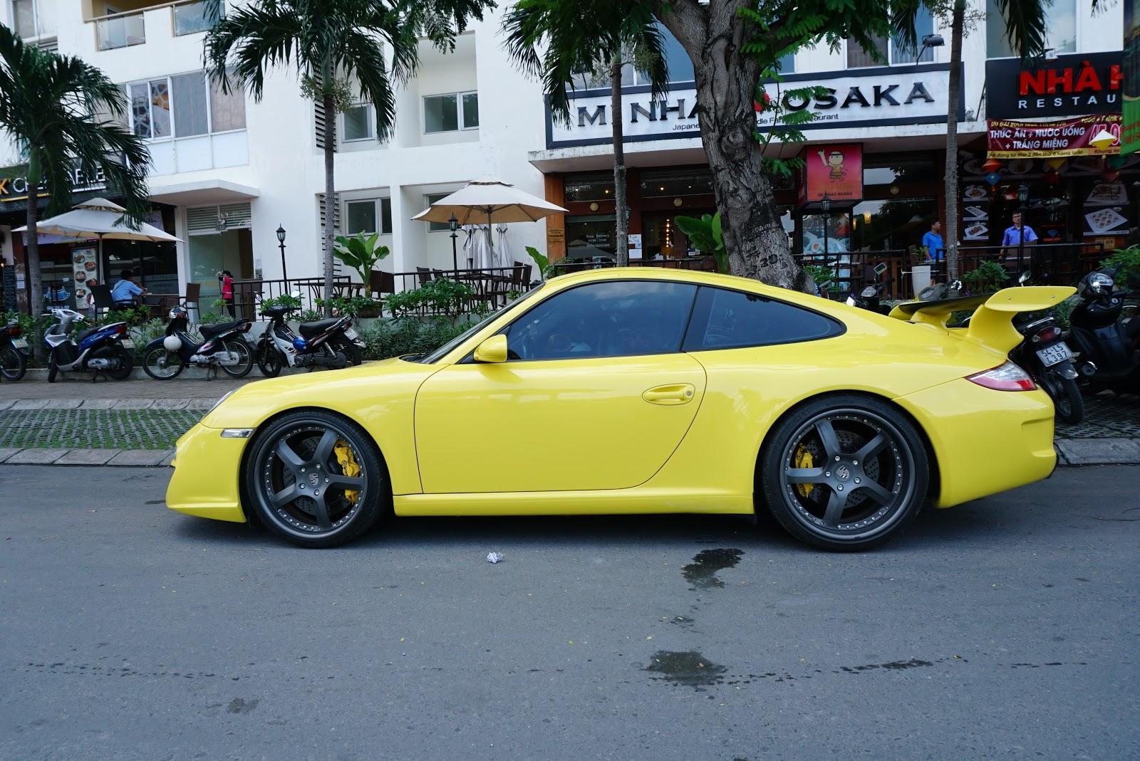 Chiếc Porsche 911 V-GT này có vẻ ngoài vàng khè, bắt mắt
