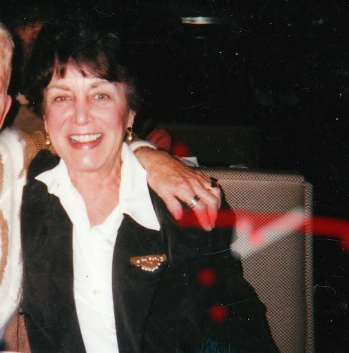 Linda Kahn Photo 29